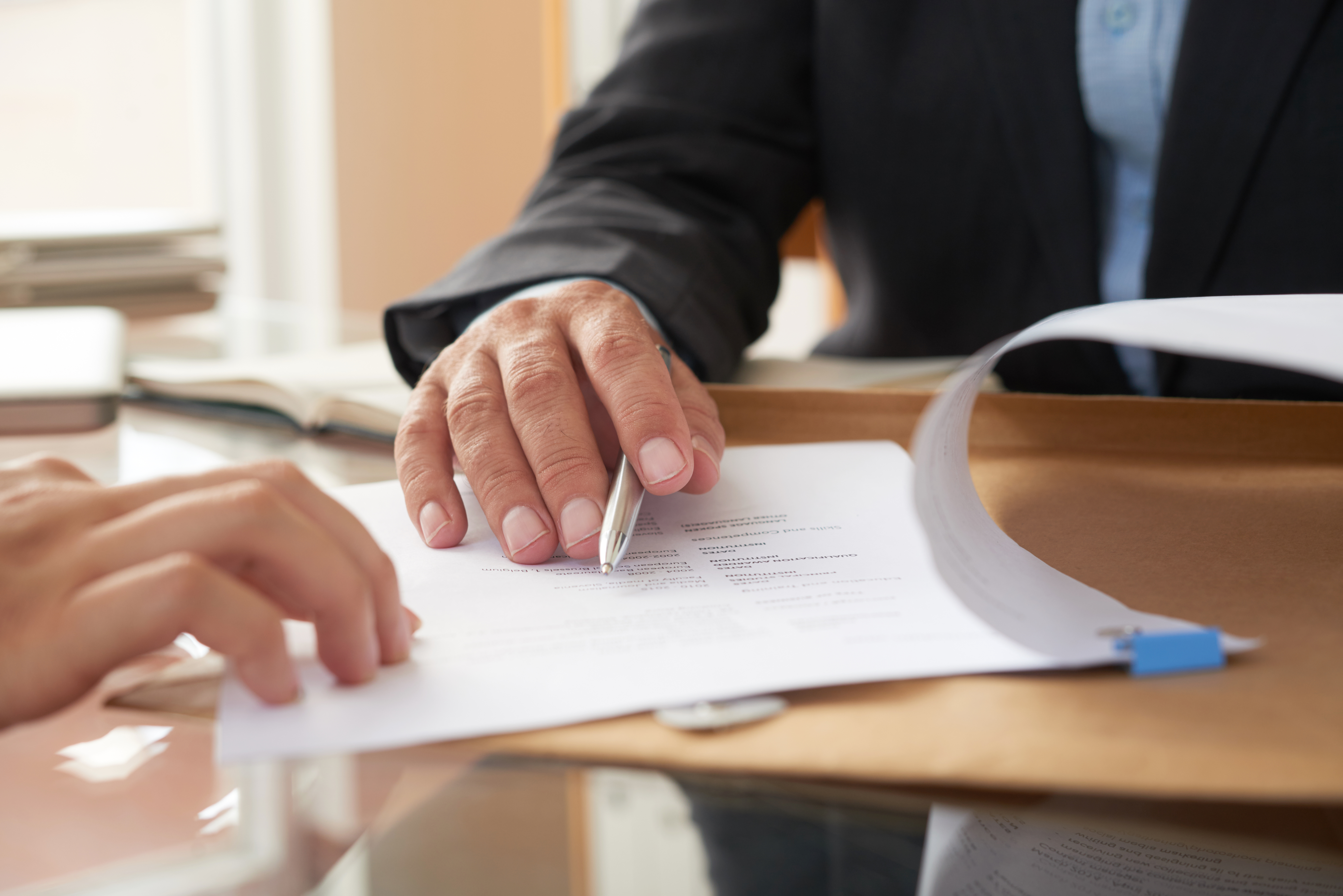 business-people-signing-contract