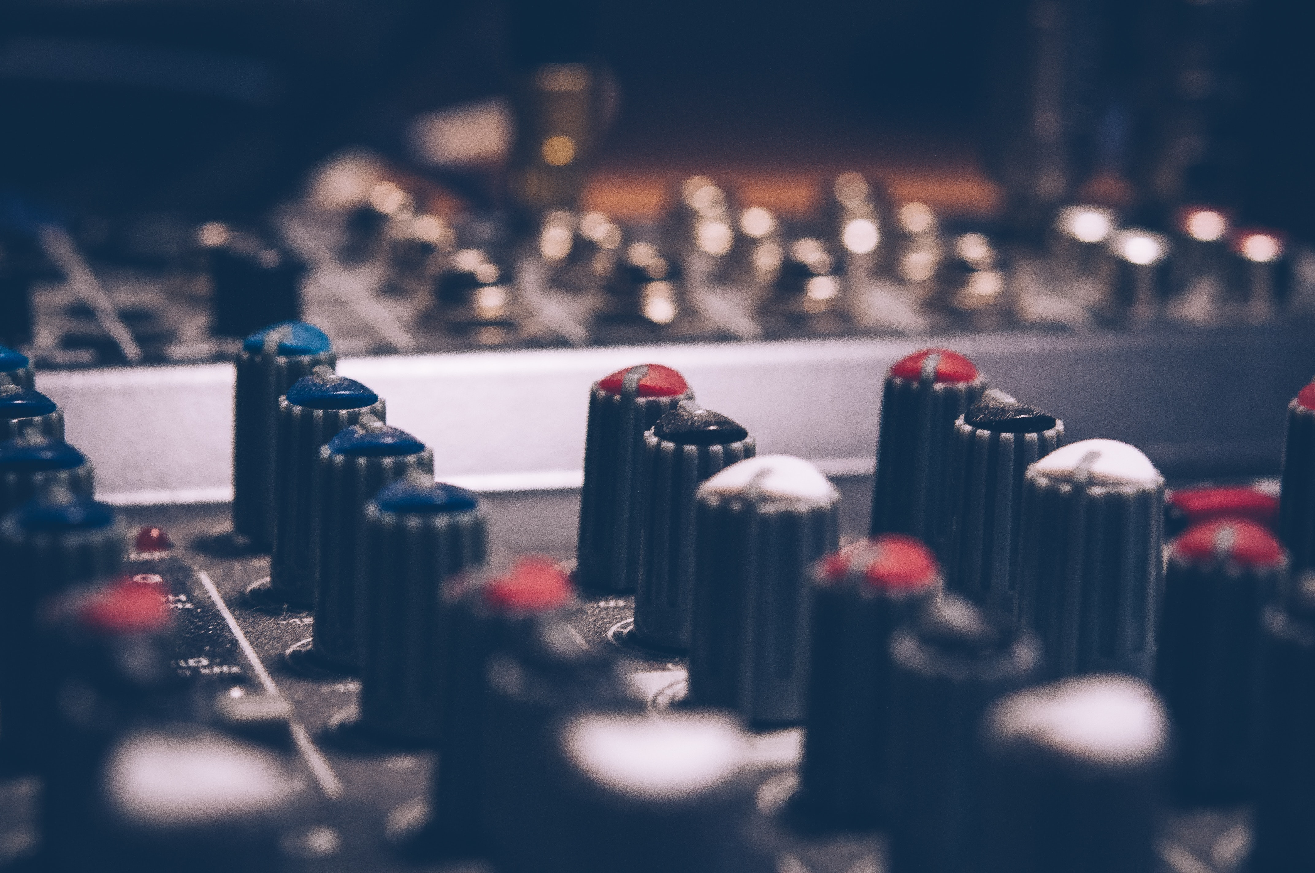 Music-Mixing-Dials-And-Levels